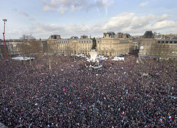 Για την μεγαλειώδη αντι-ισλαμική συγκέντρωση στη Γαλλία ακούσατε σε κανένα βοθροκάναλο;