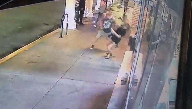 ΣΟΚ! Ξυλοφόρτωσαν γυναίκα στη μέση του δρόμου (ΒΙΝΤΕΟ)