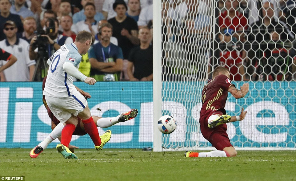Rooney had a marvellous chance to put England ahead when the ball fell to him unmarked in the middle of the Russia 18-yard area
