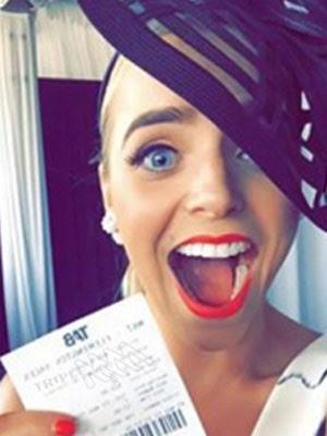A australiana Chantelle perdeu um prêmio após publicar uma selfie com o bilhete vencedor. (Foto: Reprodução/Facebook/Chantelle)