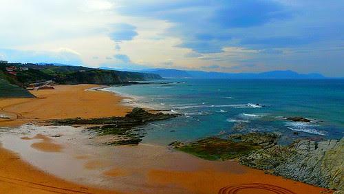 La playa de Sopelana en bajamar sin una ola
