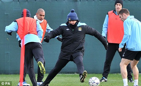 This is how you do it: Mancini gets involved in City training this week