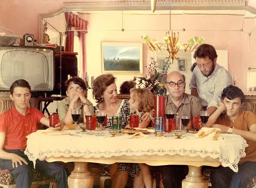 La Familia: que no decaiga la fiesta por Von Aisaider