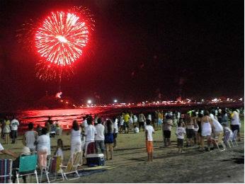 Fogos de artifício devem ser manuseados com cautela (Foto: Arnaldo Alves/Arquivo ANPr)