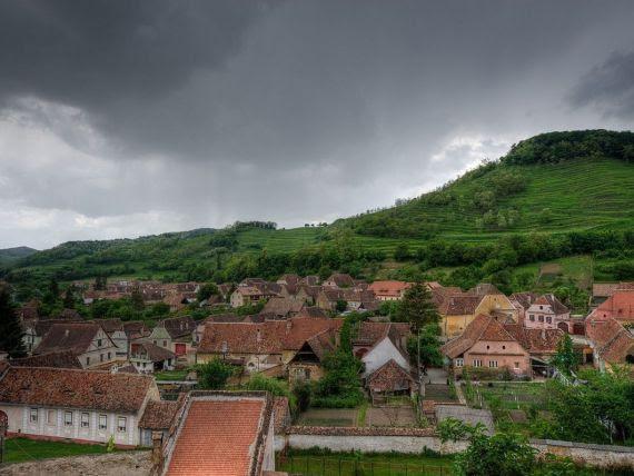 O comunitate altfel. Un sat din Alba se gospodareste singur, cu o suma minima lunara: repara poduri si ii ajuta pe cei saraci