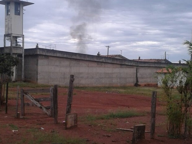 Presos se revoltaram contra a suspensão das visitas e chegaram a queimar alguns colchões (Foto: Divulgação/PM-TO)