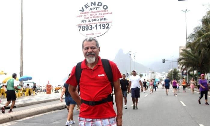 Corretor de imóveis aproveita verão para anunciar venda de apartamentos na orla carioca