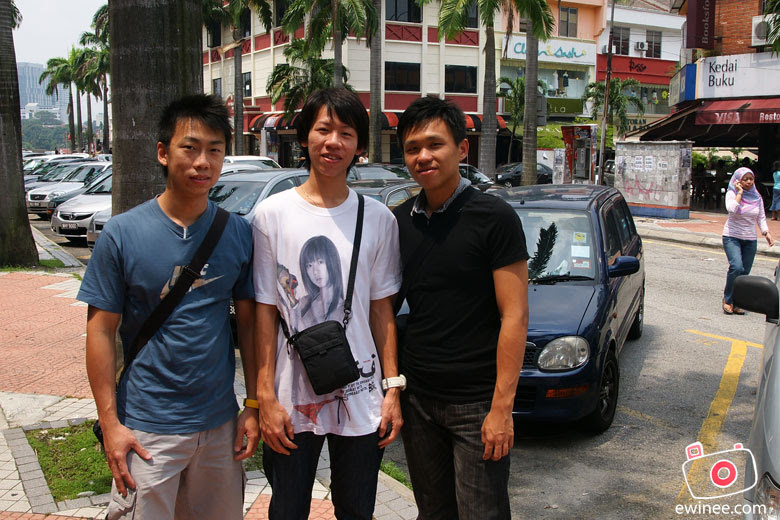 singaporean-friends-in-bangsar