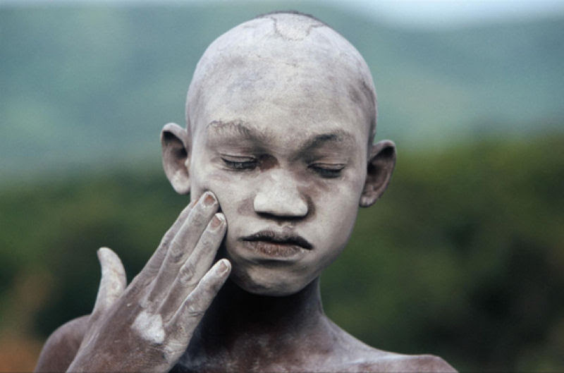 A beleza das Tribos Surma e Mursi, uma cultura em perigo, no sul de Etiópia 26