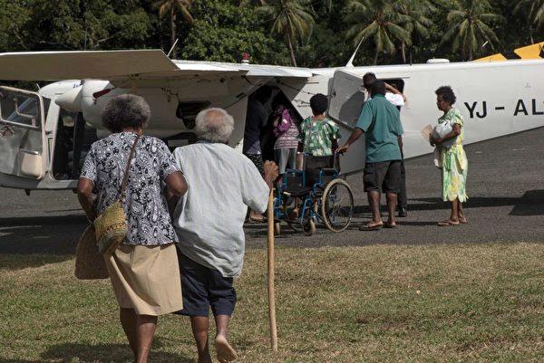 瓦努阿圖的安巴海島居民全面撤離家園。(DAN MCGARRY/AFP/Getty Images)