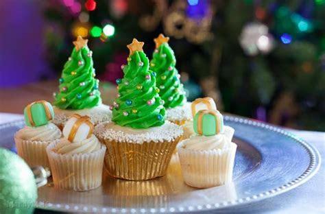 Foodista   Christmas Tree Cupcake Tutorial