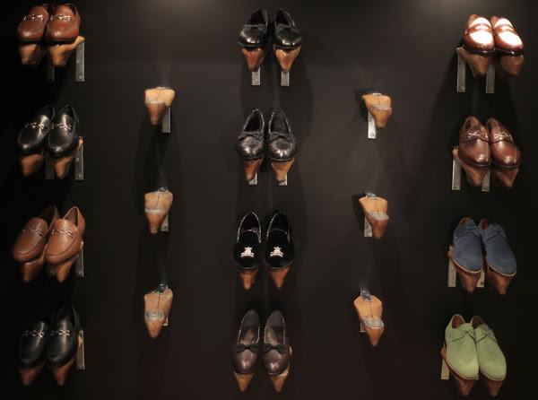 BarkerBlack-ShoeWall
