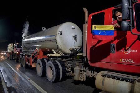 AJUDA NA PANDEMIA: Oxigênio doado pelo governo da Venezuela chega em Manaus