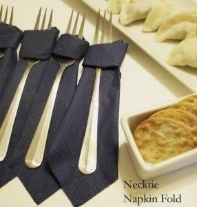 Как свернуть салфетку в виде галстука: