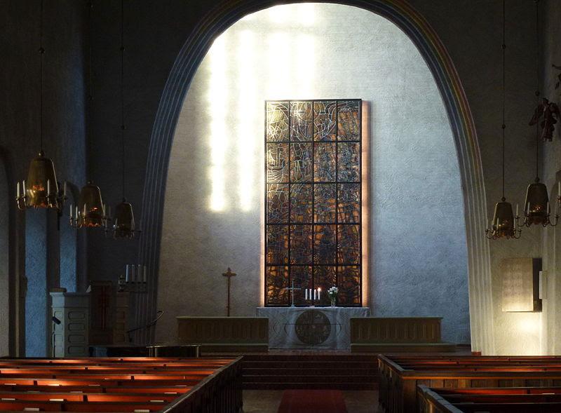 Essinge kyrka interiör 2013a.jpg