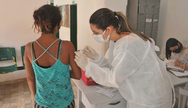 Prefeitura de Parnaíba realiza vacinação de pessoas em situação de rua beneficiadas no Projeto Centro POP
