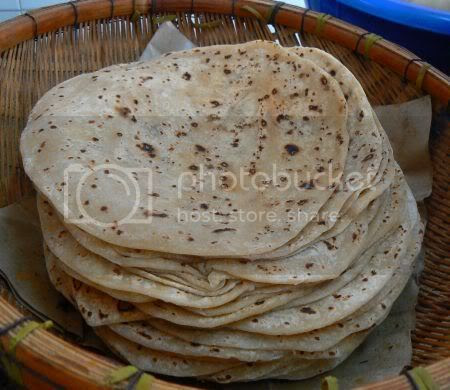 http://i5.photobucket.com/albums/y152/boo_licious/misc4/chapati.jpg