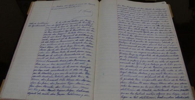 Archivos del ayuntamiento de Medina del Campo en el que aparecen los nombres de las personas que estaban a cargo en el Ayuntamiento durante el verano de 1936.- AI