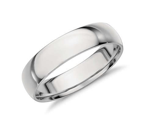 Mid weight Comfort Fit Wedding Band in Platinum (5mm