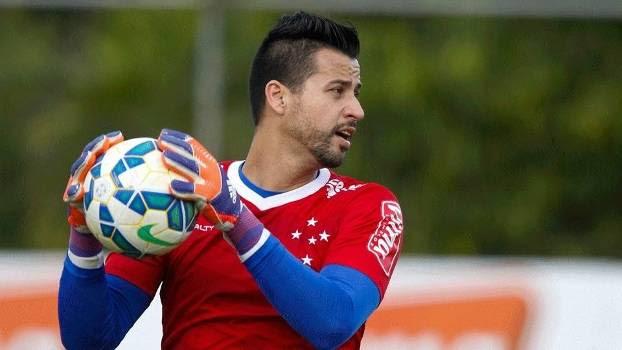 Fábio durante treino do Cruzeiro na Toca da Raposa