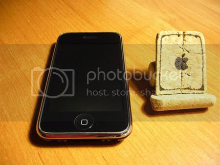 Corks iPhone Stand
