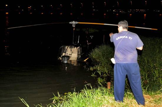 Durante a saída da aeronave, os motores perderam potência e o veículo caiu à beira do lago (Carlos Moura/CB/D.A Press)