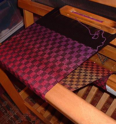 Nancy's scarf on loom1