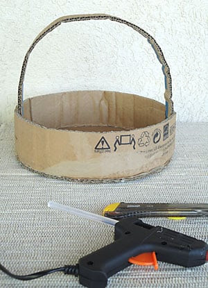 Aqui temos a base da cesta pronta para decorar