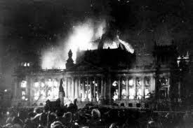 Incendio del reichstag por hordas fascistas de Hitler en 1933