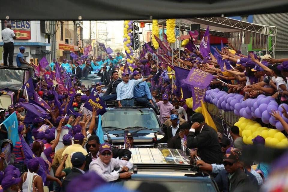 Danilo recorre barrios Distrito Nacional