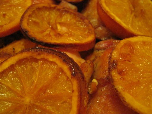 Куриные бедрышки в духовке с апельсинами