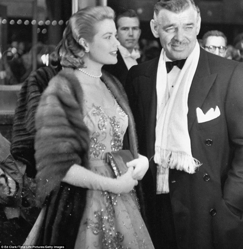 A idade de ouro: Clark Gable chega com Grace Kelly na apresentação anual da Academia 26 no Pantages RKO teatro, Hollywood