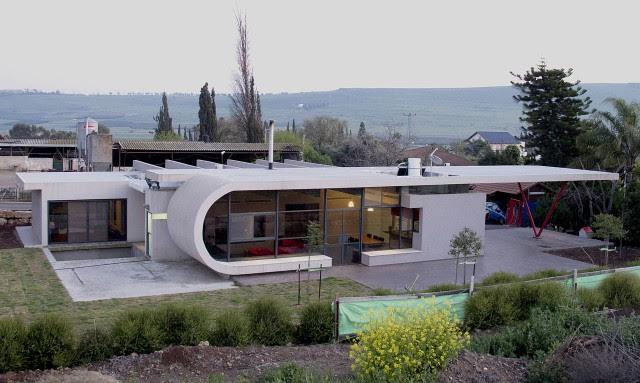 1338117070 1 640x383 Beam House in Israel