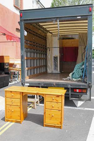Parte trasera de un camión abierto, desplazamiento de muebles Foto de archivo - 19477677