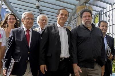 Pino Solanas y Rubén Giustiniani, acompañados por Claudio Lozano, Victor De Gennaro y Hector Polino, en las oficinas de YPF