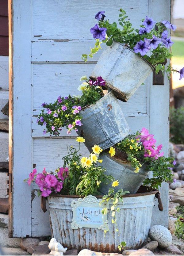 14 Dramatic DIY Flower Tower Ideas   Tower Garden DIY ...