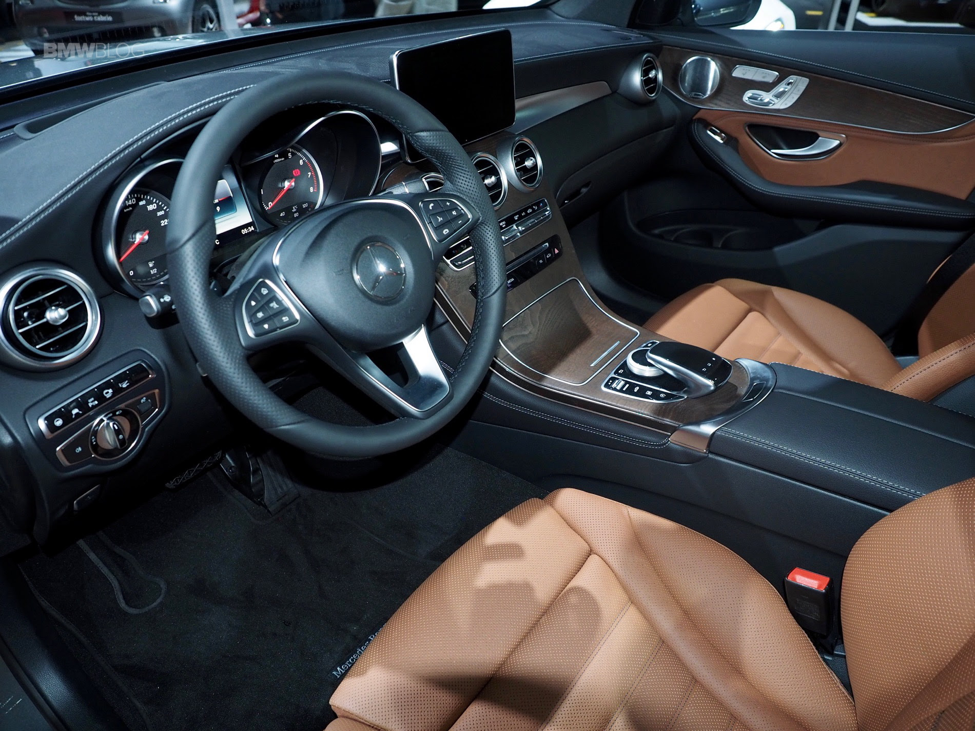 2016 NYIAS: Mercedes-Benz GLC Coupe – BMW X4 competitor