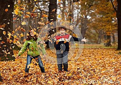 http://thumbs.dreamstime.com/x/kids-playing-autumn-park-23097115.jpg