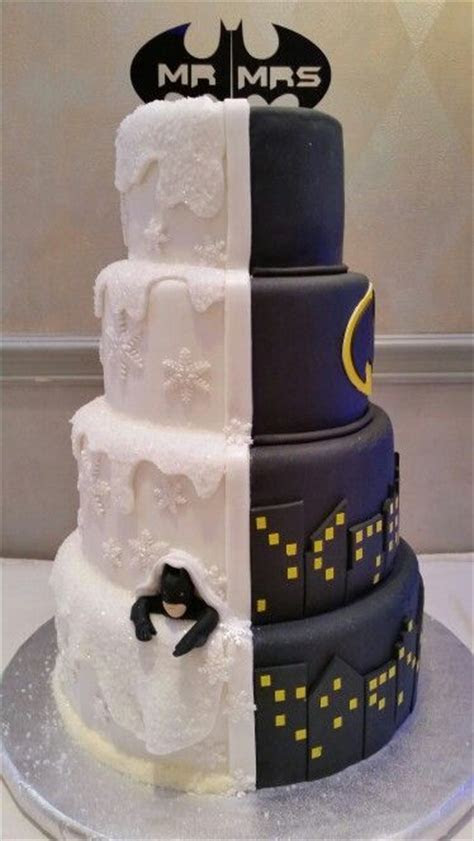 25  best ideas about Batman wedding cakes on Pinterest