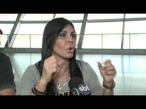Gretchen anda de ônibus no Recife