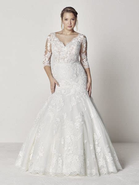 Scalloped V neck 3/4 Sleeve Lace Fit And Flare Wedding