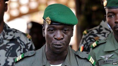 Malian coup leader Capt Amadou Sanogo address troops on 3 April 2012