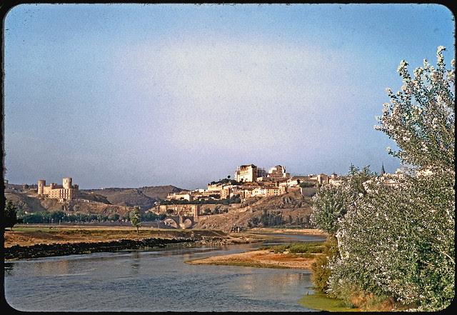Vista de Toledo desde la playa de Safont en 1955. Fotografía de Jean Paul Margnac © Jean Paul Margnac
