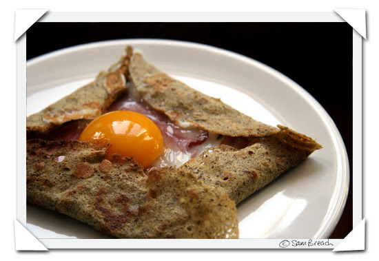 picture photograph of of a complet crepe with gruyere cheese fatted calf petit jambon ham and marin sun farms egg 2007 copyright of sam breach http://becksposhnosh.blogspot.com/ and photgraphy by Sam Breach
