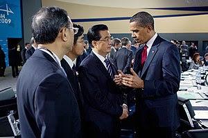 English: President Barack Obama talks with Chi...