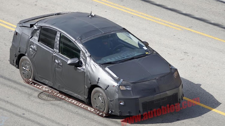 2015 toyota prius spy shots photo gallery  autoblog