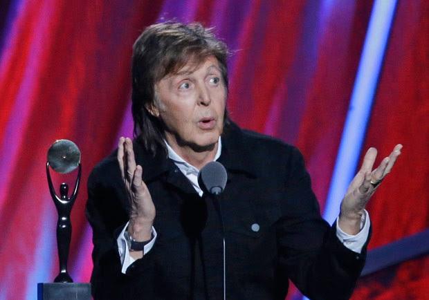 Paul McCartney diz que parou de fumar maconha para não dar mau exemplo (Foto: Mark Duncan/AP)