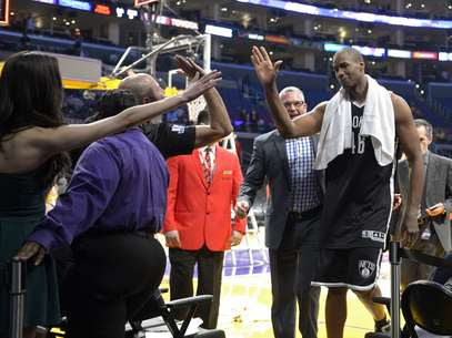 Jason Collins fez história nas ligas profissionais americanas nesse domingo Foto: AP