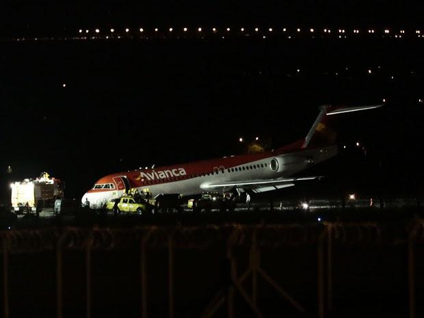 Um avião da Avianca fez um pouso de emergência na tarde desta sexta-feira (28) no aeroporto Juscelino Kubitschek, em Brasília, segundo a Inframerica, concessionária que administra o terminal (Foto: Ueslei Marcelino/Reuters)