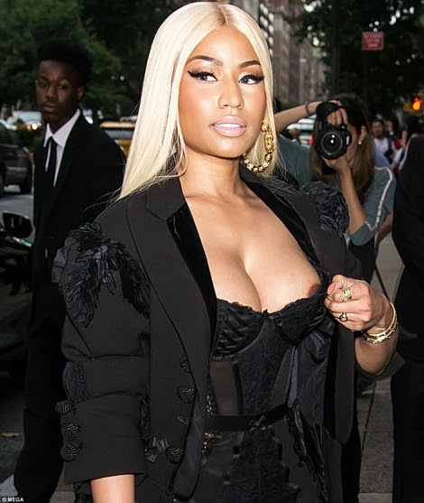 Nicki Minaj suffer a awkward Wardrobe Malfunction As Her N!pple showed from Her Dress In NYC (See Photos)